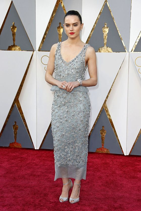 2016 oscars daisy ridley gray chanel couture