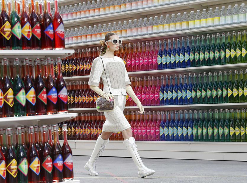 chanel fall 2014 supermarket runway show
