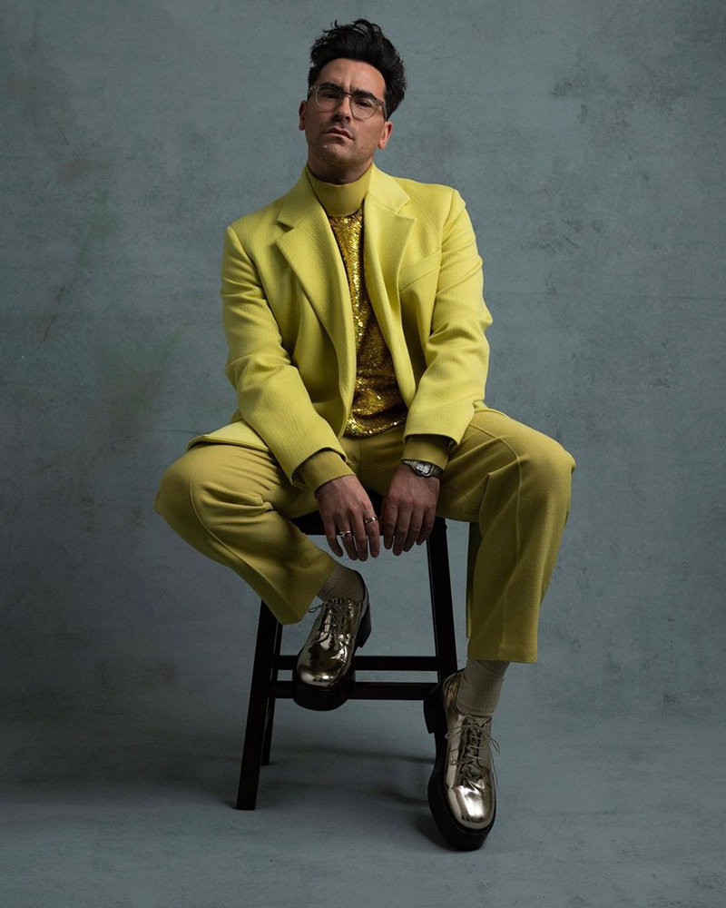golden globes 2021 dan levy acid green valentino couture